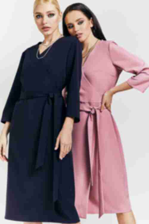 Женское платье футляр на запах темно-синее