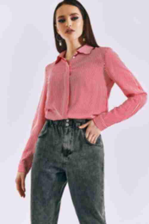 Женская прямая рубашка красная полоска на молочном