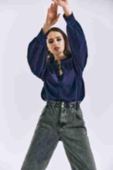 Блузка с объемными рукавами и завязкой синяя