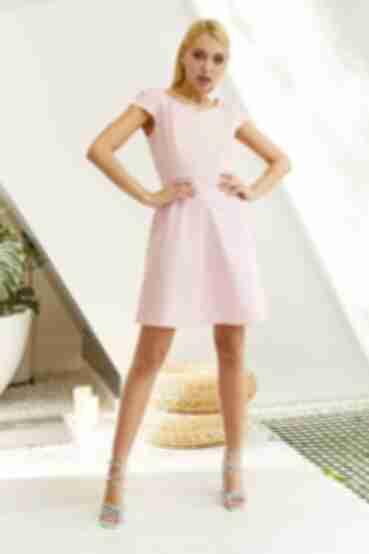 Коротка сукня зі спідницею трапецією молочні горохи на пудровому