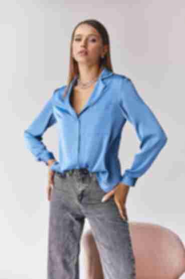 Блуза шовкова з коміром та кишенею блакитна