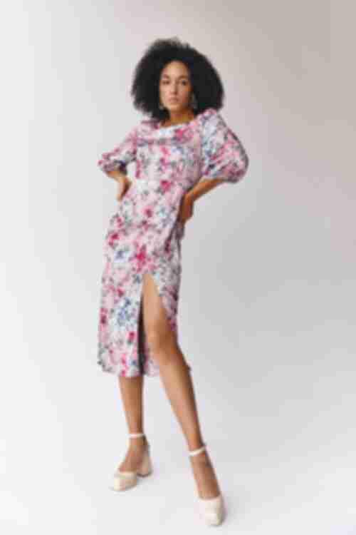 Платье прямое с боковым разрезом цветы на фрезовом