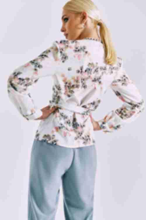 Прямая блузка на запах листья на молочном
