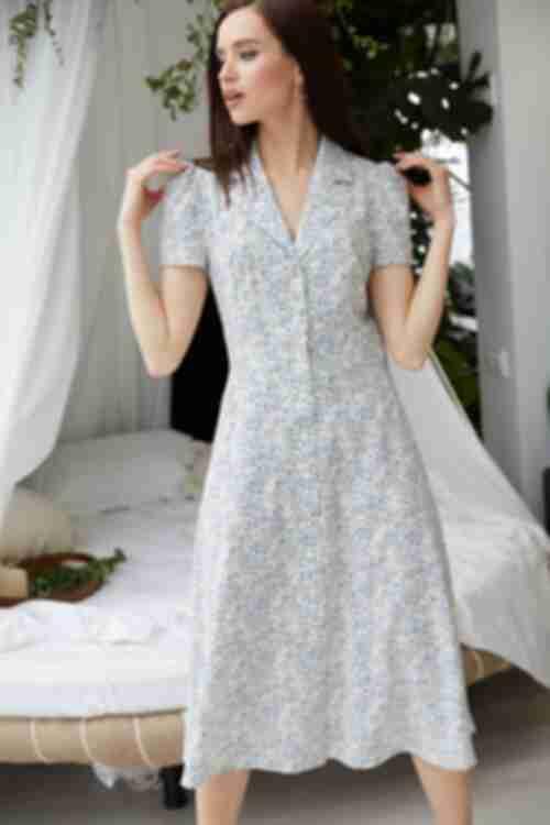 Платье до колена на пуговицах голубые капли на ванильном
