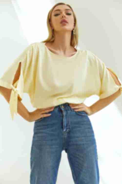 Блузка с завязками на рукавах ванильная