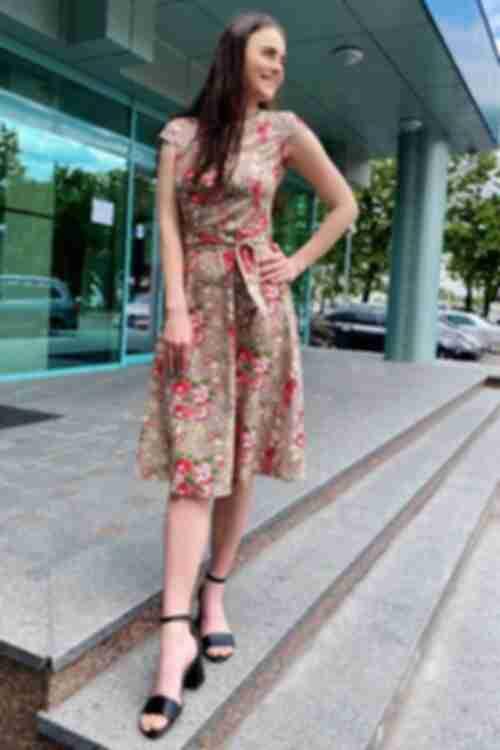 Платье розовые пионы на фоне латте