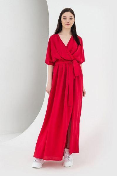Красное длинное платье с разрезами
