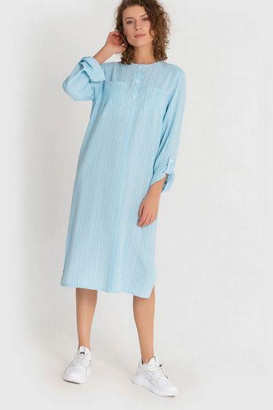 Миди платье рубашка небесное в молочные штрихи