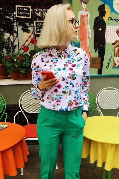 Женская блузка с принтом цветы на молочном