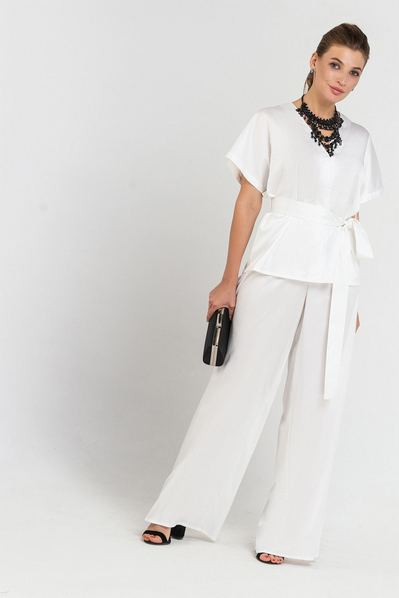 Вечерний костюм женский брюки и блузка молочного цвета