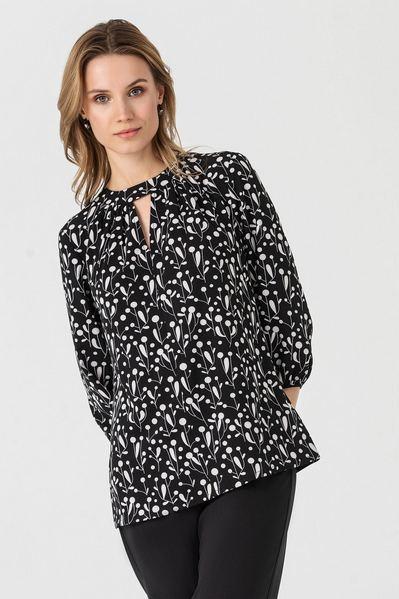 Черная блузка в белые веточки