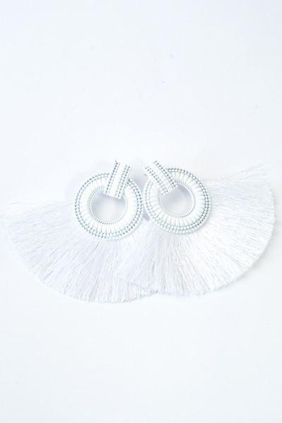 Серьги полимерные с бахромой белые