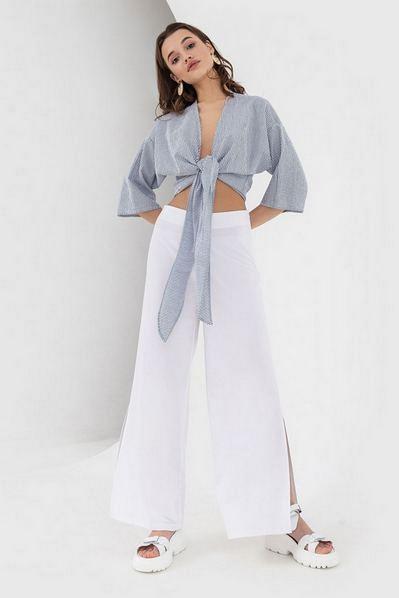 Блузка с завязкой в молочно-синюю полоску