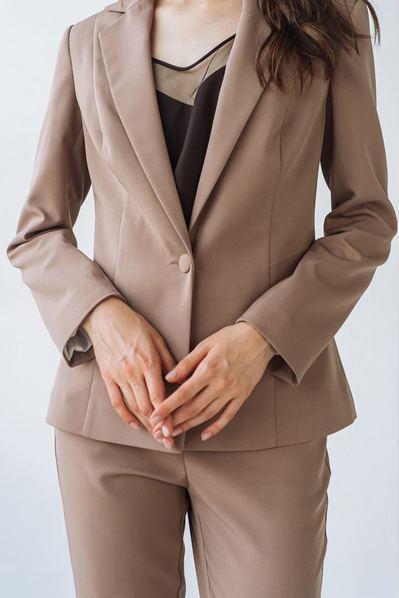 Жакет из костюмной ткани цвета капучино