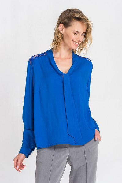 Штапельная блузка цвета электрик