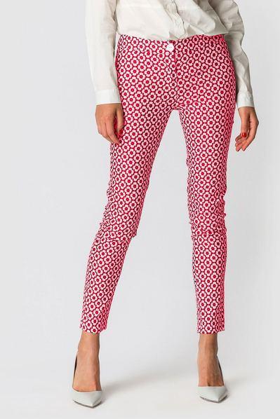 Женские брюки зауженные из коттона с принтом розовые цветы на молочном фоне