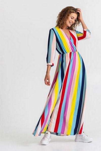 Длинное платье на запах в разноцветную полоску