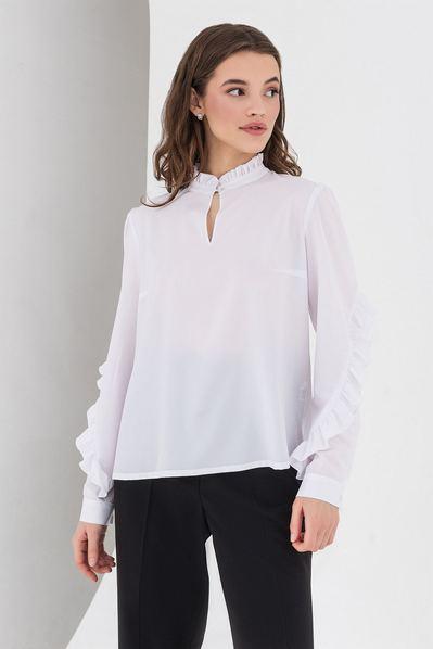 Молочная блузка с оборками на спине и рукавах