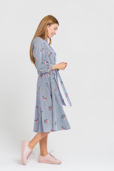 Платье рубашка в темно-синюю полоску с вышитыми цветами