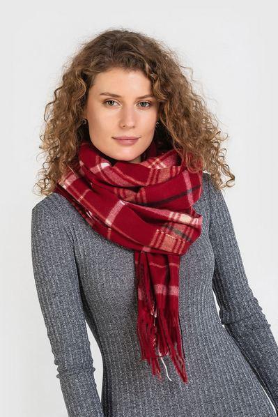 Бордово-красный шарф в клетку