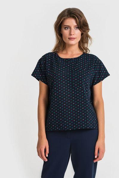 Женская футболка с карманом принт акулы на темно-синем