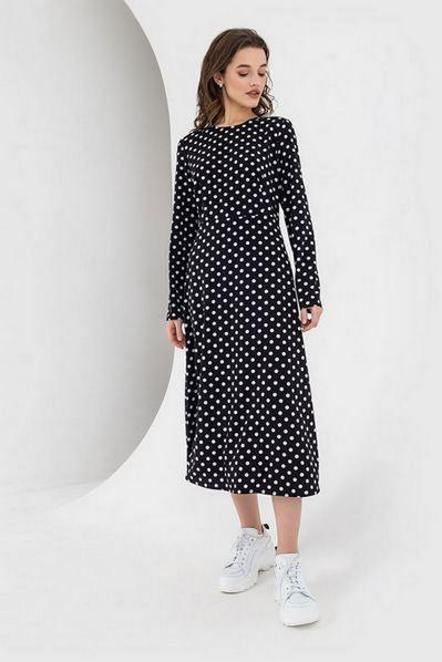 Черное приталенное миди платье софт в молочный горох