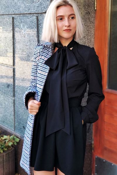 Черная блузка с завязками из софта