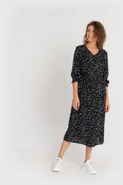 Темно-синее платье  с оборкой в мелкоцвет