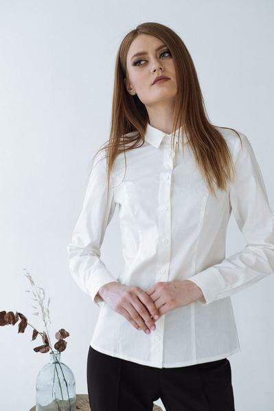 Женская приталенная блузка молочная
