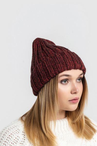 Вязаная шапка красно-черная