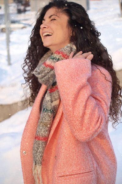 Женское пальто зимнее шерсть букле молочно-розовое