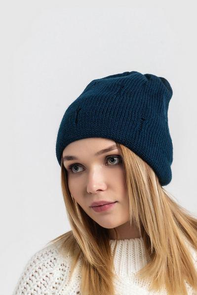 Вязаная шапка синяя с потертостью