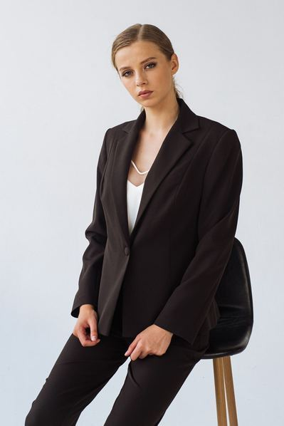 Жакет из костюмной ткани черного цвета