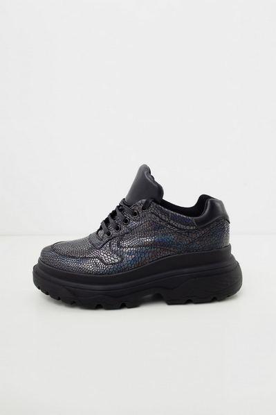 Черные кроссовки на высокой подошве под рептилию