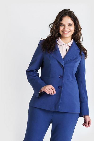 Женский жакет из костюмной ткани с широкими лацканами темно-лавандовый большой размер