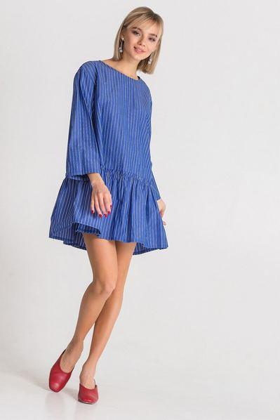 Голубое платье-рубашка в полоску с оборкой