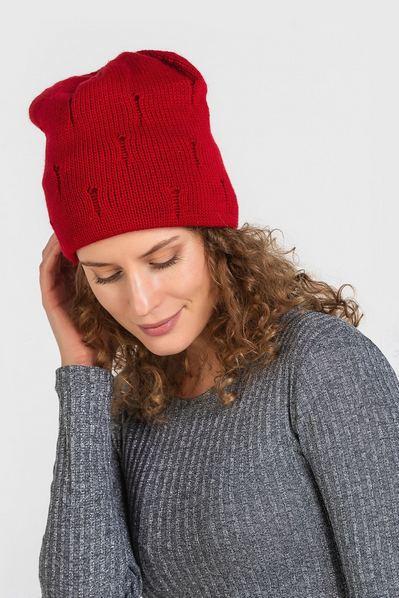 Вязаная шапка красная