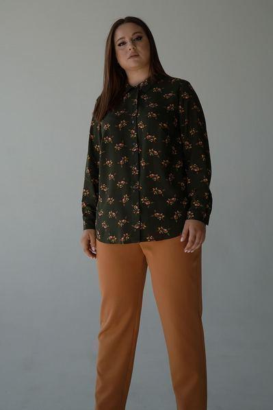 Женская прямая рубашка цветы на фоне хаки большой размер