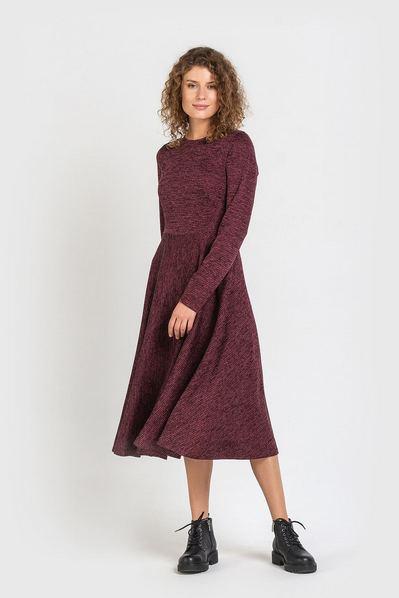 Трикотажное платье миди с юбкой полусолнце ягодное
