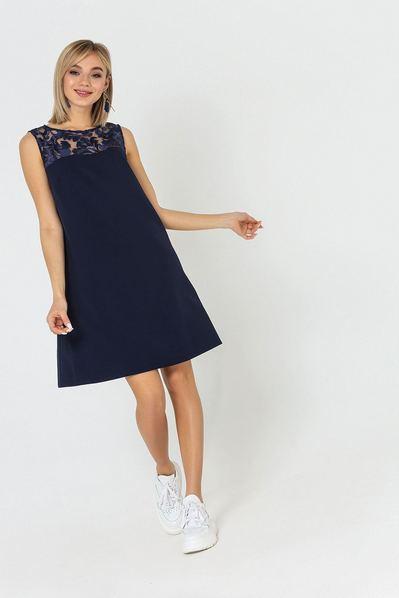 Темно-синее платье А-силуэта со вставкой из гипюра