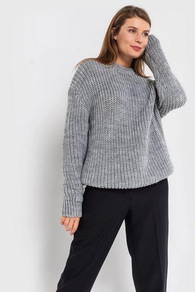 Вязаный свитер серый