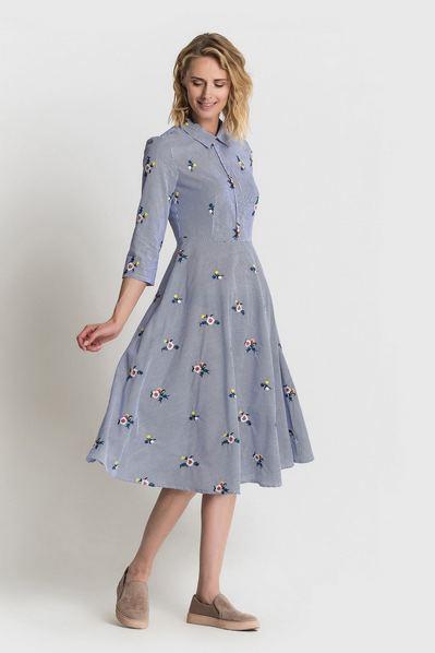 Платье рубашка в темно-синюю полоску с вышитыми букетами