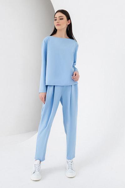 Женский костюм брюки и топ со складками небесный