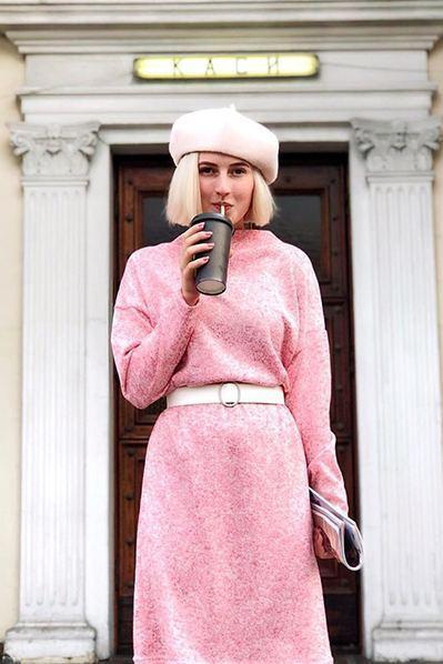 Теплое платье гольф красно-молочный меланж