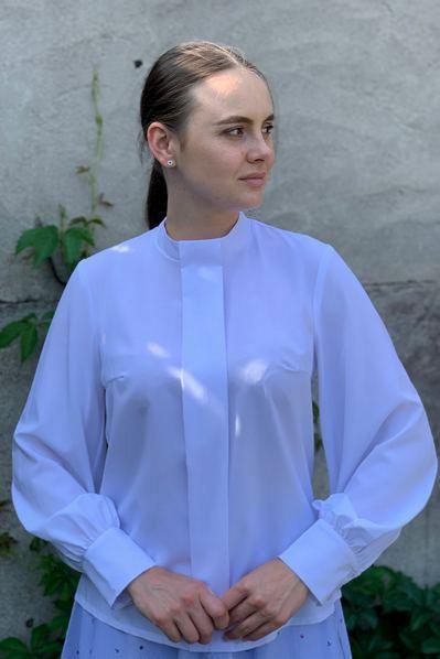 Блуза с планкой из софта белого цвета