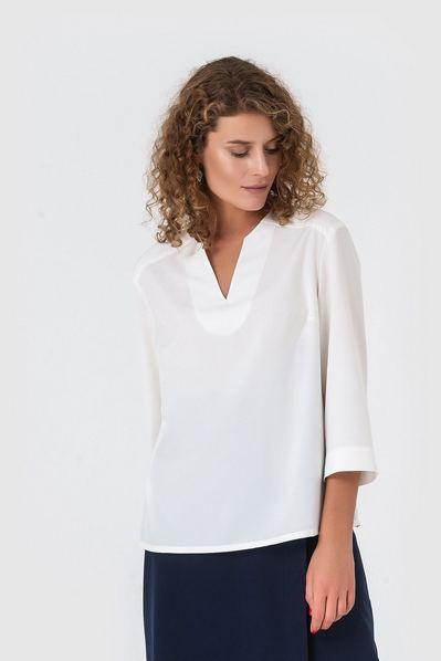 Прямая блузка с вырезом молочная из софта