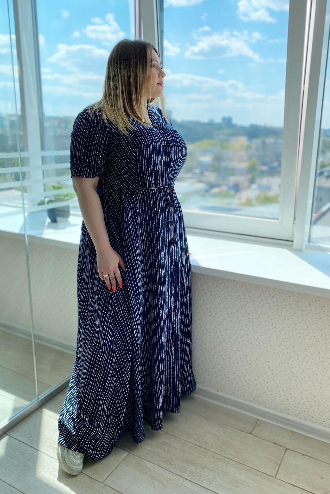 Макси платье с планкой молочные волны на синем большой размер