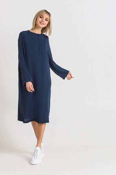 Темно-синее платье-рубашка с разрезами