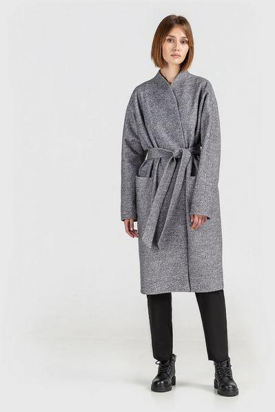 Светло-графитовое пальто на запах с поясом
