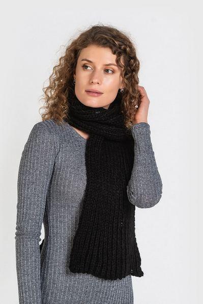 Черный шарф вязаный